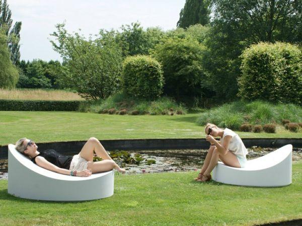 Coole Idee Sofa Und Relax Liege Im Garten Weiss Stuhl