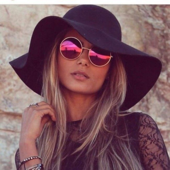 65cb634d046 Black Felt Floppy hat Worn once! Purchase from boutique not actually free  people but similar style! Second photo Is actual depiction.