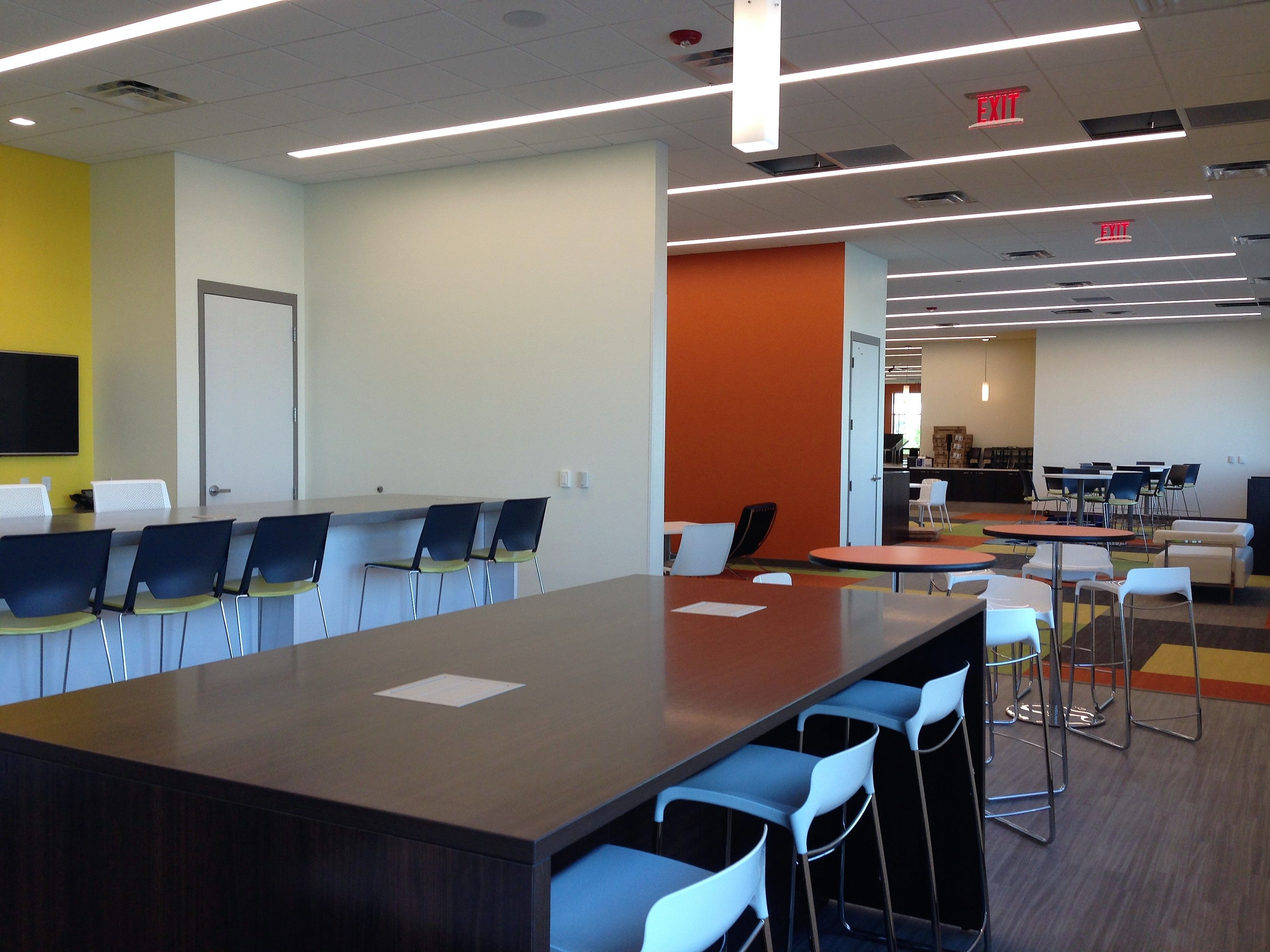 CFI Project ADP El Paso O Haworth Tech Cafe Table With Lowenstein Tiffany Stools
