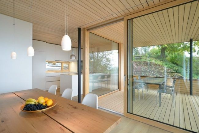 Modernes haus am hang weinfelden holzdecke terrasse for Modernes haus terrasse