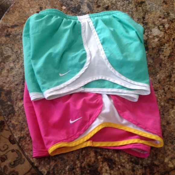 Nike FIT-DRY nose two running shorts Very nice like new Nike Shorts