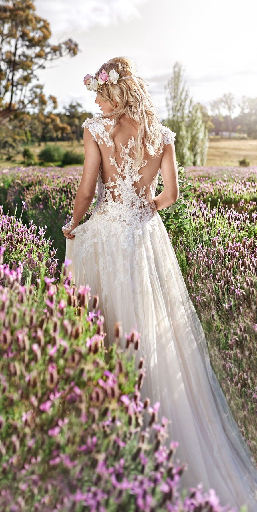 This boholuxe lavender inspired shoot is so dreamyu romantic lace