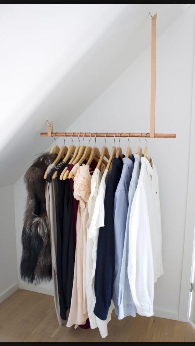 Ankleidezimmer dachschräge  DIY tøj stativ i kobber rør med læderrem | Bedroom | Pinterest ...