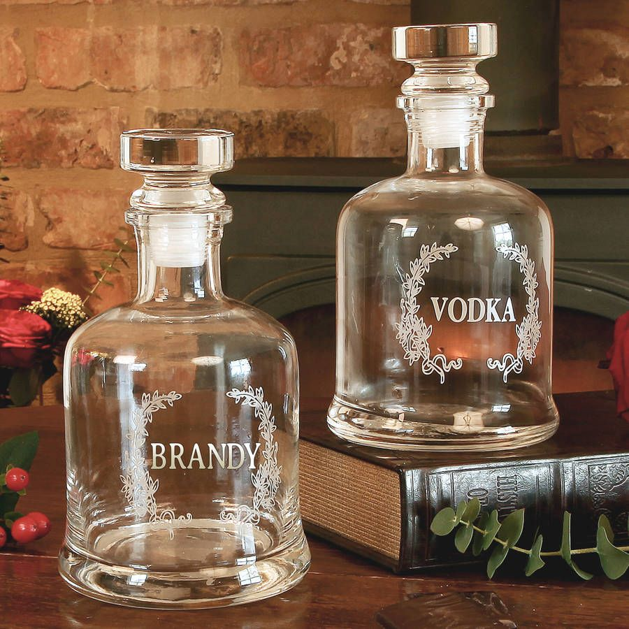 These clear glass decanter's are complete with a weighted sealed stopper. A fantastic gift idea for those who enjoy a tipple or enjoy entertaining and fine dining. A fantastic gift idea for those who enjoy a tipple or enjoy entertaining and fine dining.