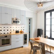 Micro Ondes Sur Meuble Haut Aligne Avec Hotte Encastree Luminaire Vertigo Cuisine Amenagee Idees De Cuisine Moderne Decoration Interieure