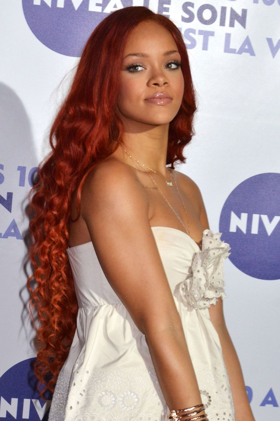 The 15 Most Dramatically Long Celebrity Hairstyles Of All Time Long Hair Styles Rihanna Hairstyles Rihanna Long Hair