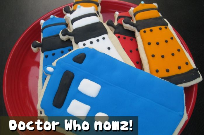 Finally, Doctor Who nomz! Dalek and TARDIS cookies!