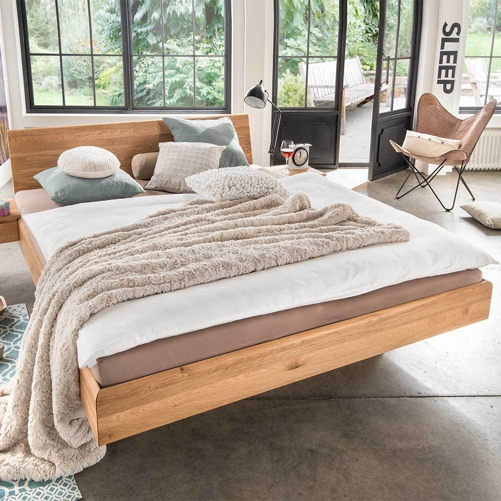 Schwebendes Holzbett aus Wildeiche Massivholz modern in