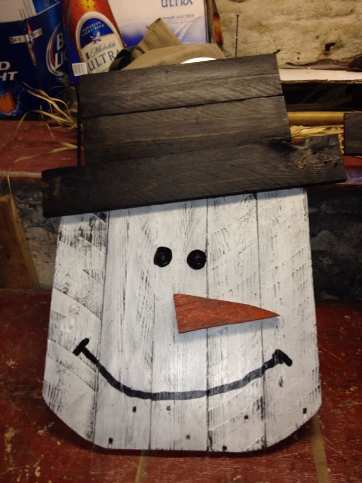 Snowman made from pallets crafty items pinterest for How to make a wood pallet snowman