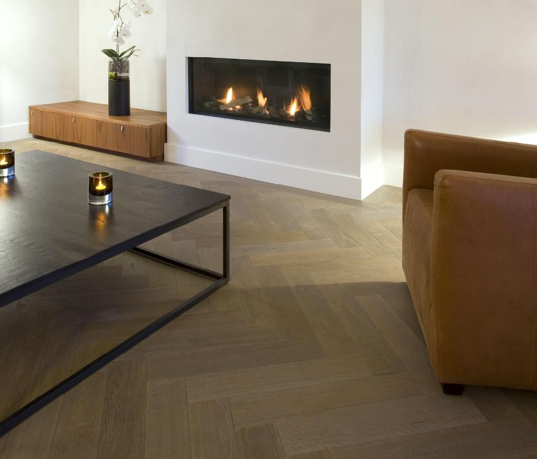 Eiken Visgraat Parket vloer exquisit 12x60cm geolied tapis gelegd