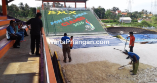 Bupati Ciamis, H. Iing Syam Arifin meninjau langsung venue BMX yang berlokasi di Kelurahan Cigembor, Kecamatan Ciamis, Kabupaten Ciamis, Jumat (09/09). (foto: dede hermawan/wp)