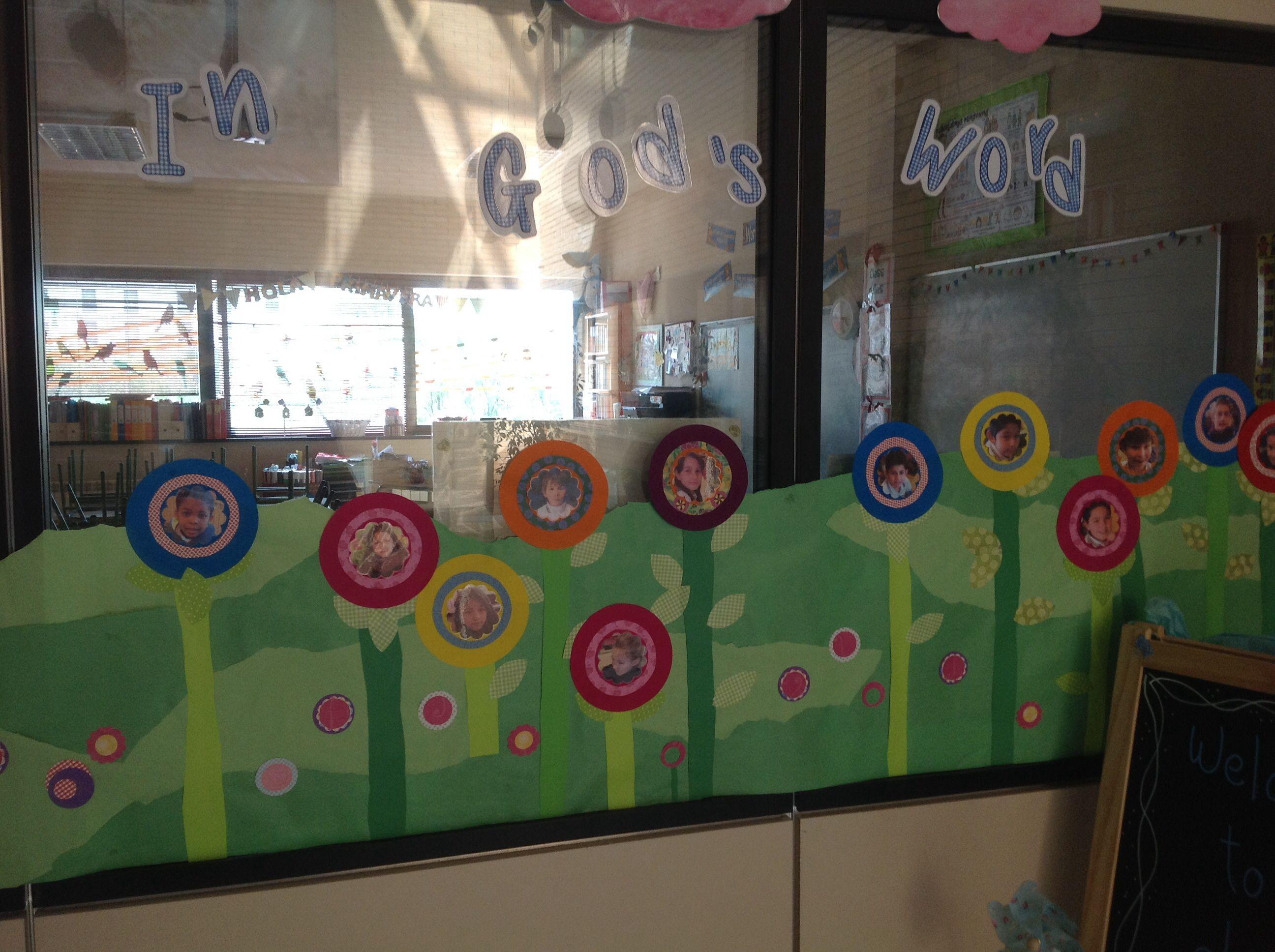 Ventana de primavera decoraci n ventanas clase for Decoracion primavera infantil