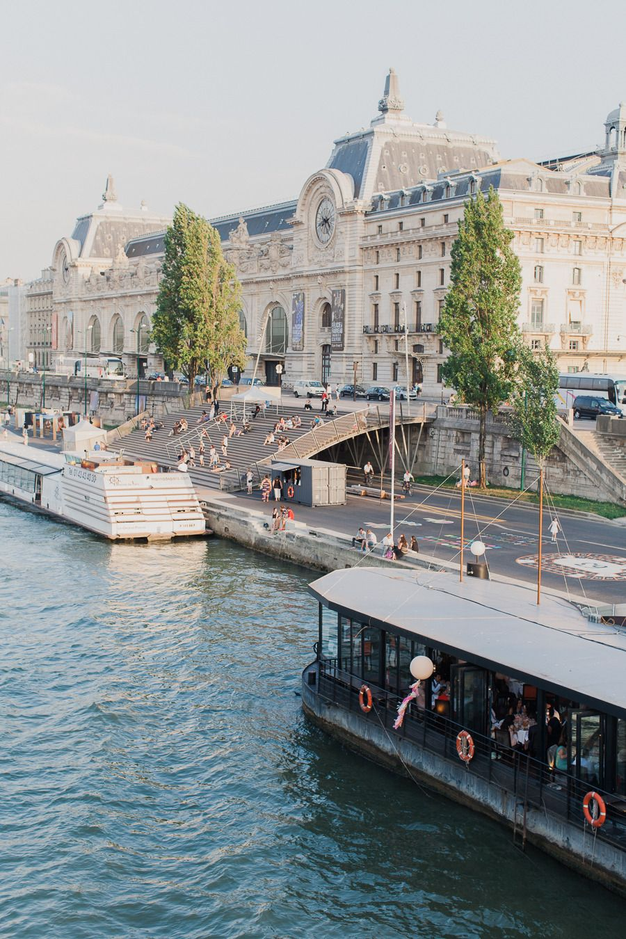 Muelles del río Sena junto al museo d'Orsay