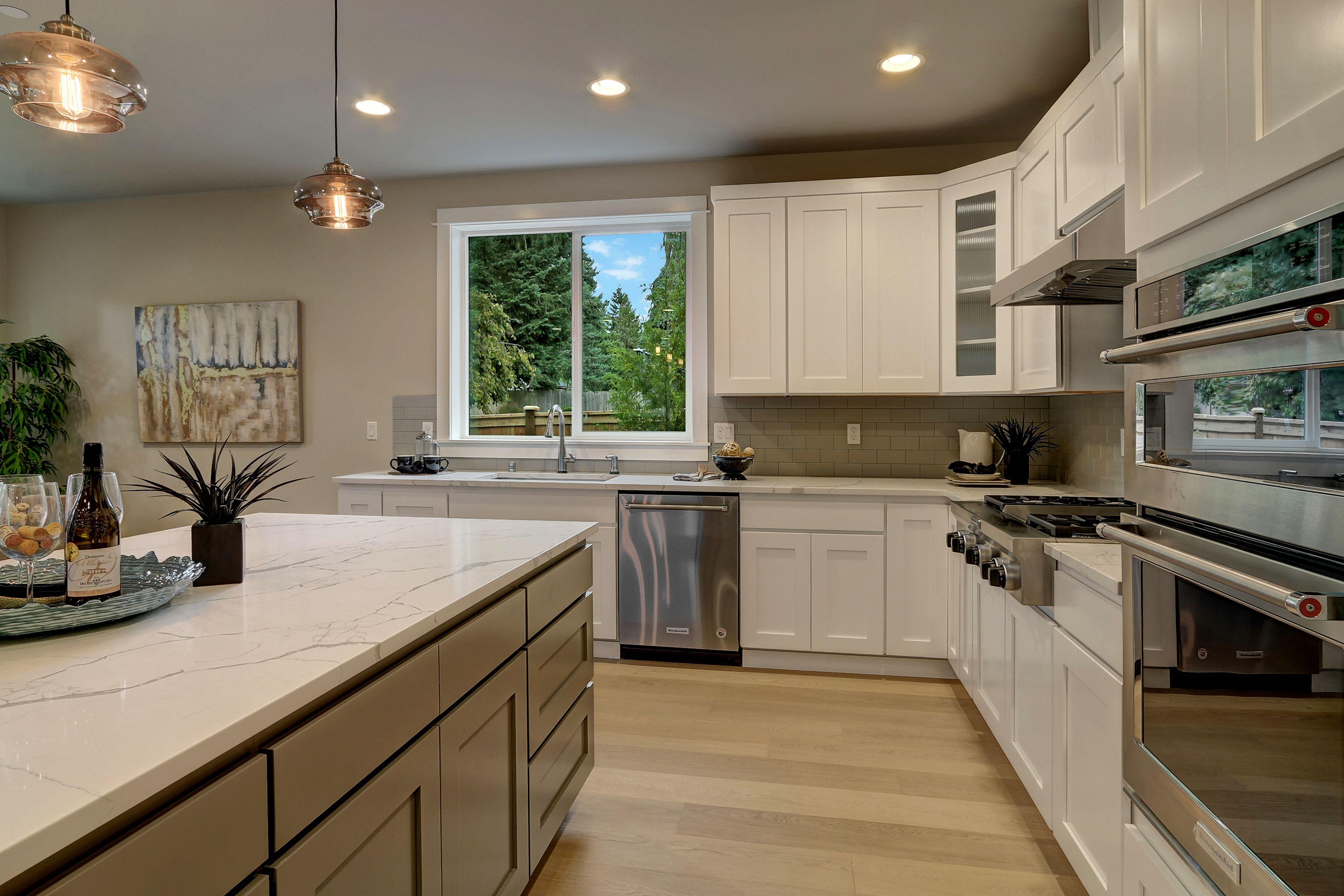 Best Amazing Gourmet Kitchen With Calacatta Laza Quartz And 640 x 480