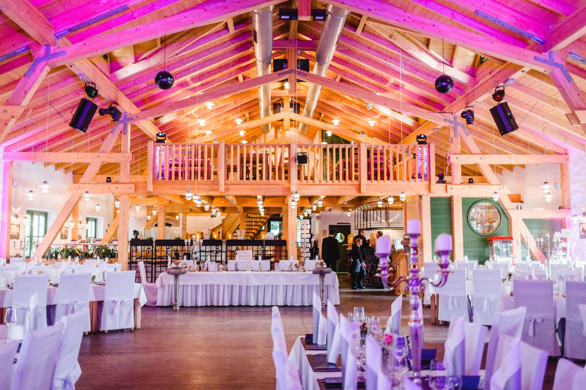 Hochzeitslocation Im Westerwald Fuchskaute Willingen Hochzeitslocation Hochzeit Heilig Kreuz Kirche