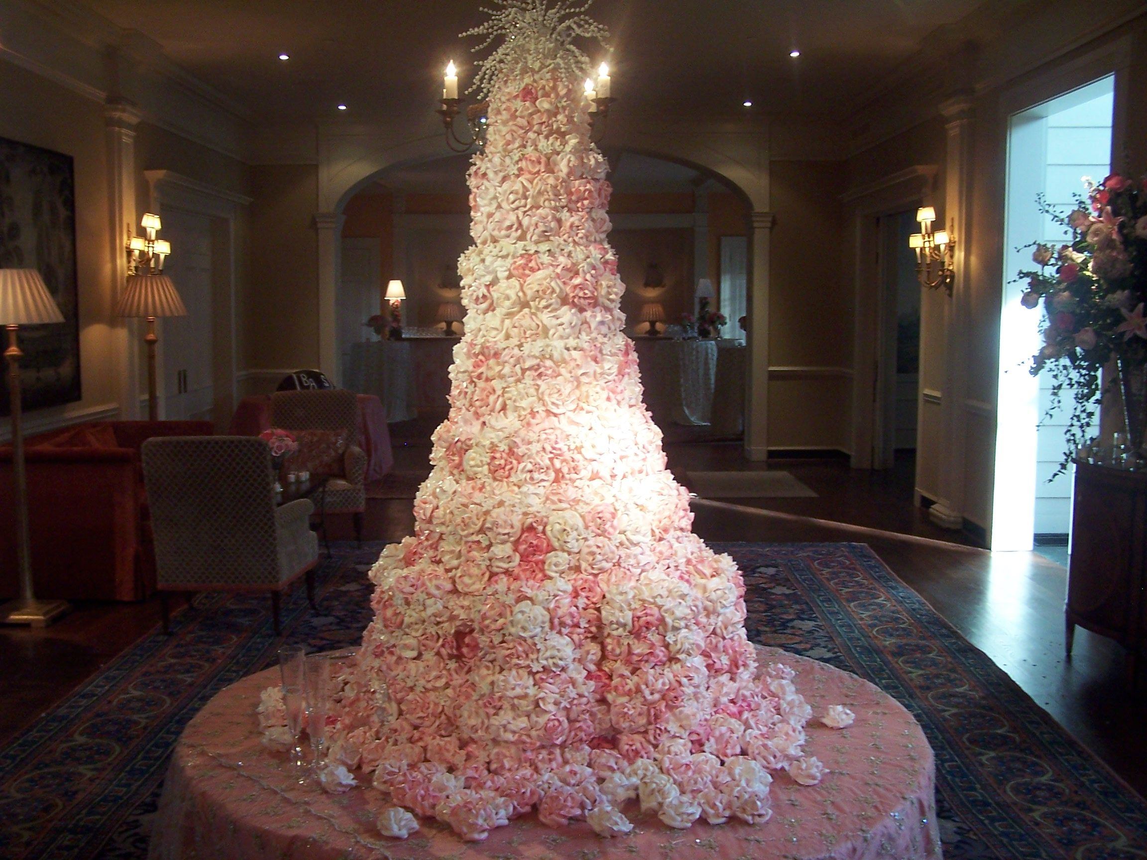 fake wedding cakes Sylvia Weinstock one of her astounding wedding cakes NYC She doesn t