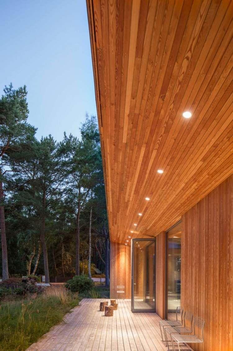 bardage en bois ext rieur et int rieur d 39 une villa en su de plafond bois clairage led et. Black Bedroom Furniture Sets. Home Design Ideas