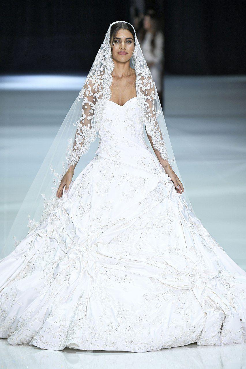 90d2c07347 Camila Coelho vira noiva em desfile para a semana de moda de Paris! Veja as