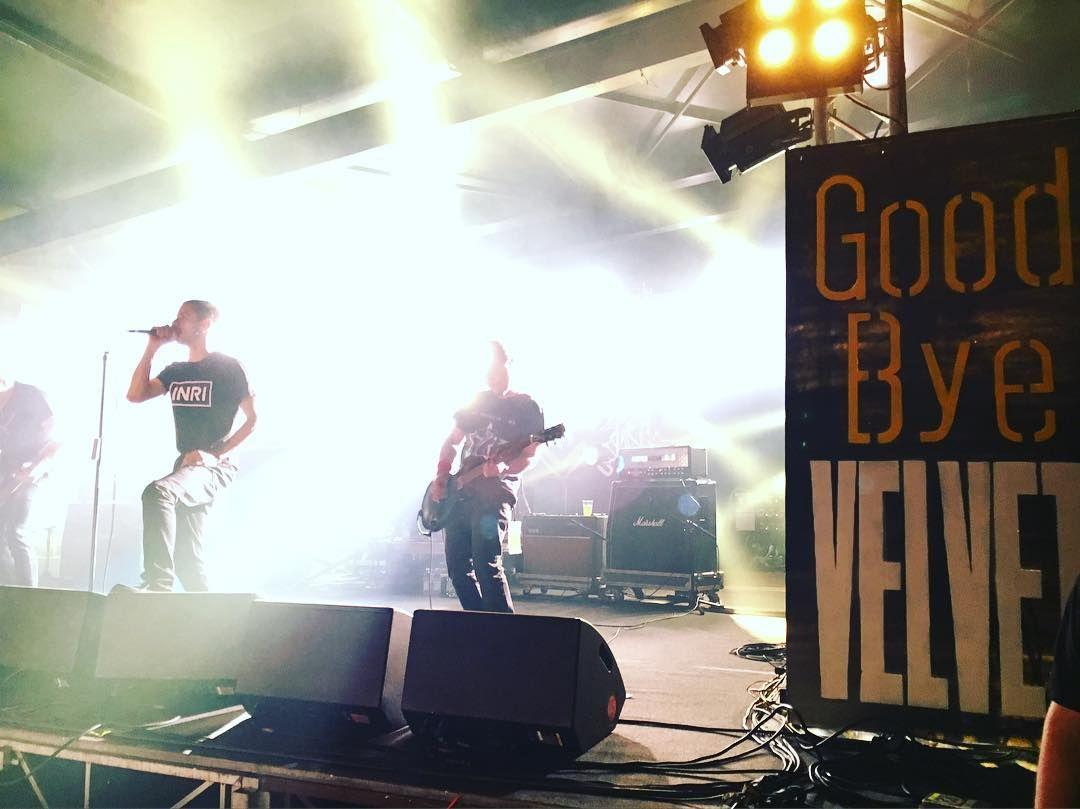 Il saluto dei Linea77 #goodbyevelvet #velvet #live #igersrimini #rimini #instamusic #pic #tonight #saturdaynight #goodbye by katiapiazzi