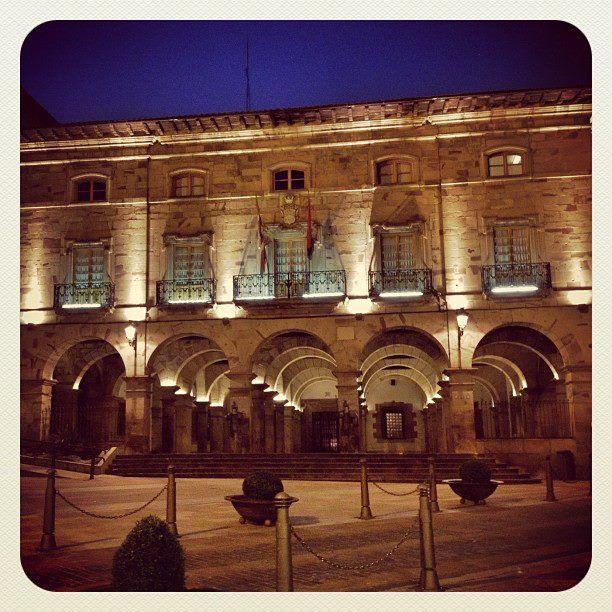 Ayuntamiento de Balmaseda by Derrocadero de noche