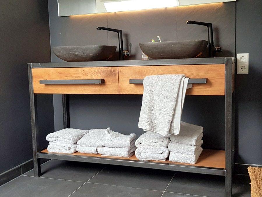 Prachtig! #industrieel #badkamermeubel met #staal en #eiken