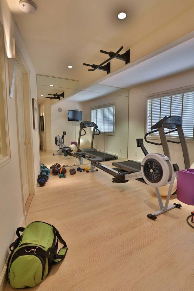kleiner fitness raum heller laminatboden spiegelwand fitnessraum pinterest spiegelw nde. Black Bedroom Furniture Sets. Home Design Ideas