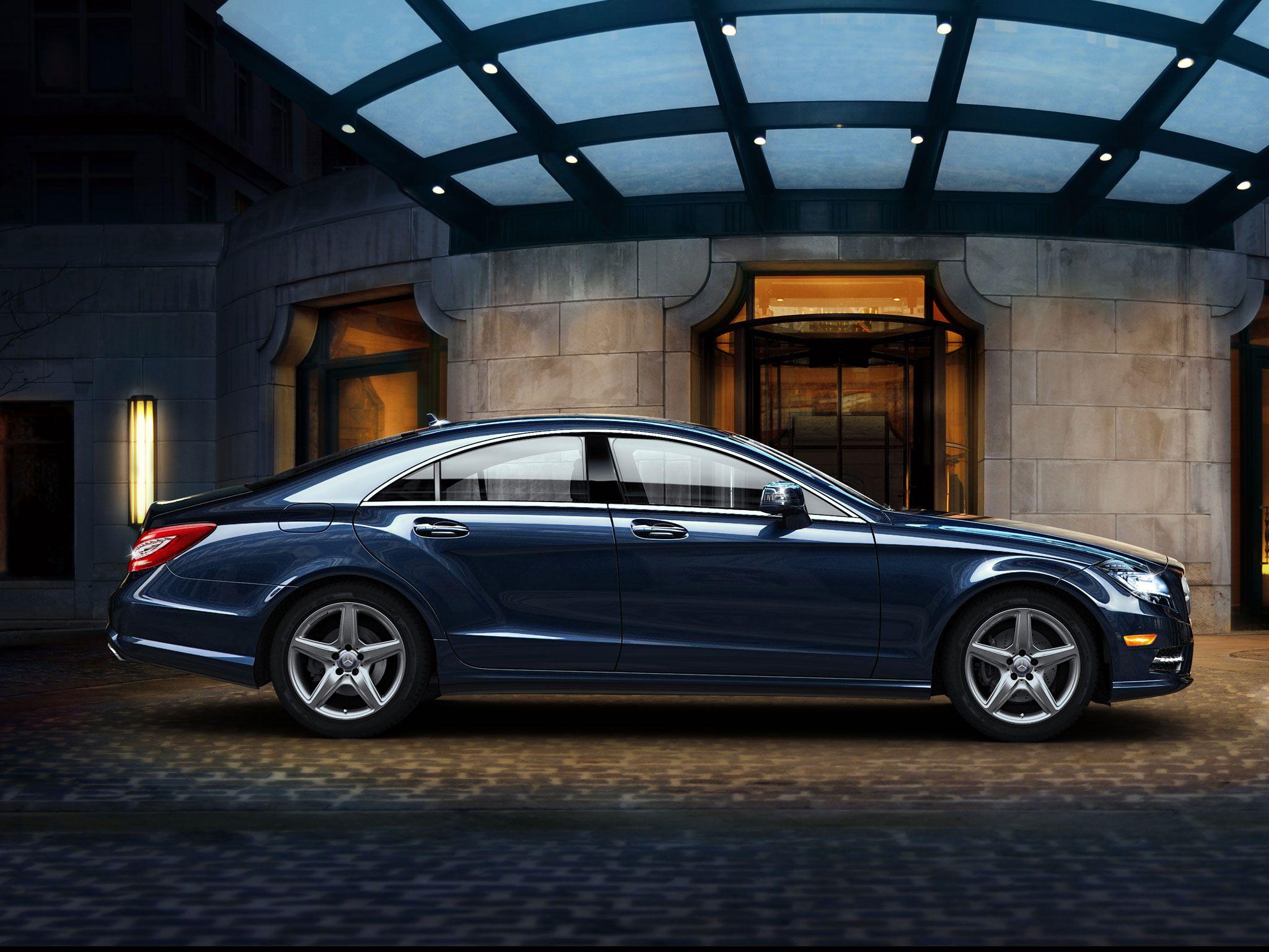 Mercedes benz cls550 in lunar blue metallic with 18 inch amg wheels