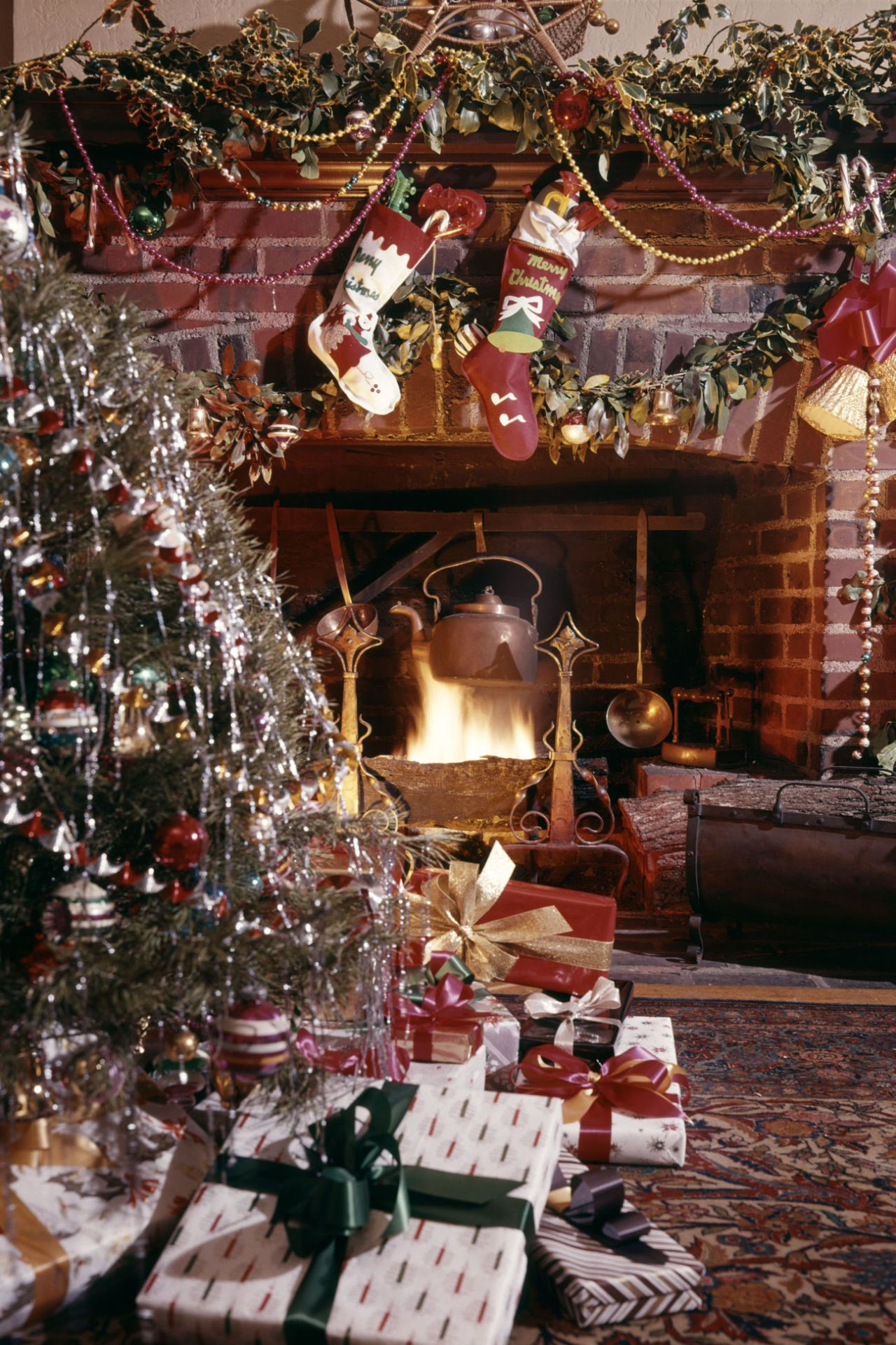 10 Old-Fashioned Christmas Traditions We Love | Faith and Family ...