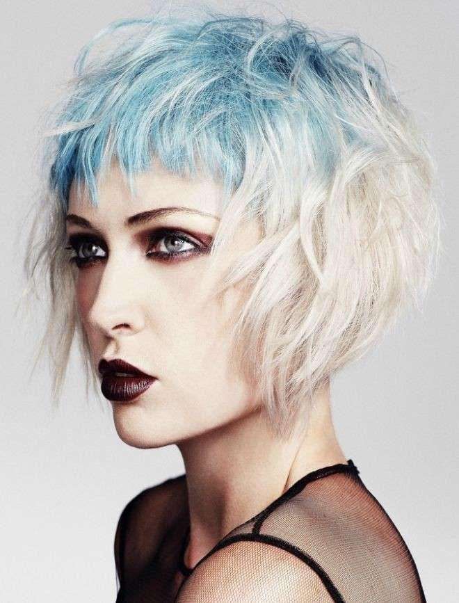 Biondo platino con ciuffi blu | Kapsels voor kort haar ...