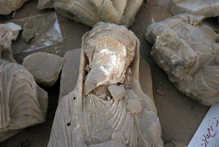 Κομμάτια από σπασμένα αγάλματα και εικόνες ανείπωτης καταστροφής ...