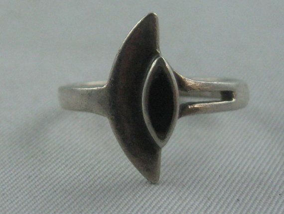 Delicate asymmetrical onyx ring made of by ideenreichBerlin, €10.00