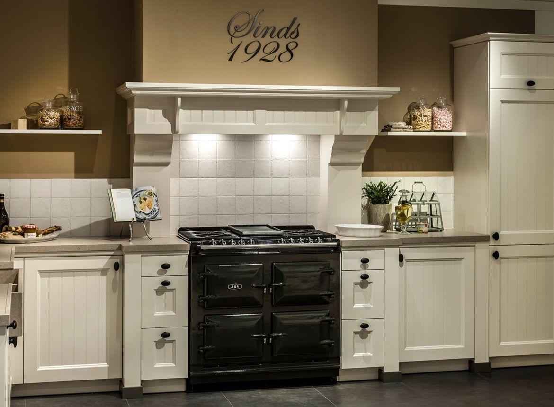 Landelijke keuken met prachtige schouw keukens pinterest keuken keukens en fornuis - Heel mooi ingerichte keuken ...
