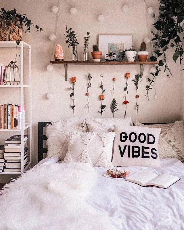 Recently Re Locates Taking Minimal Assets With Me I Feel Like My Bedroom Belongs Here Cute Dorm Rooms Dorm Room Inspiration Dorm Room Decor