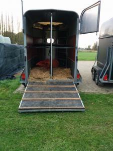 Ifor Williams 2-paards trailer. helemaal nieuw opgebouwd. image 3