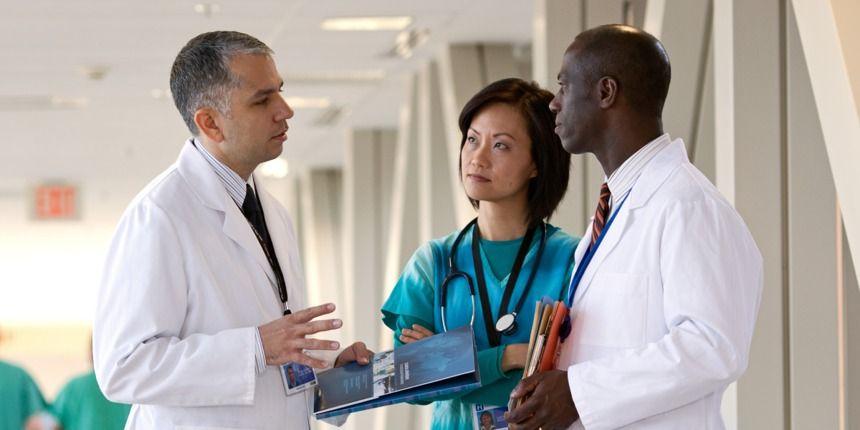 Médicos conversando sobre las transfusiones de sangre. Qué opinan ellos?