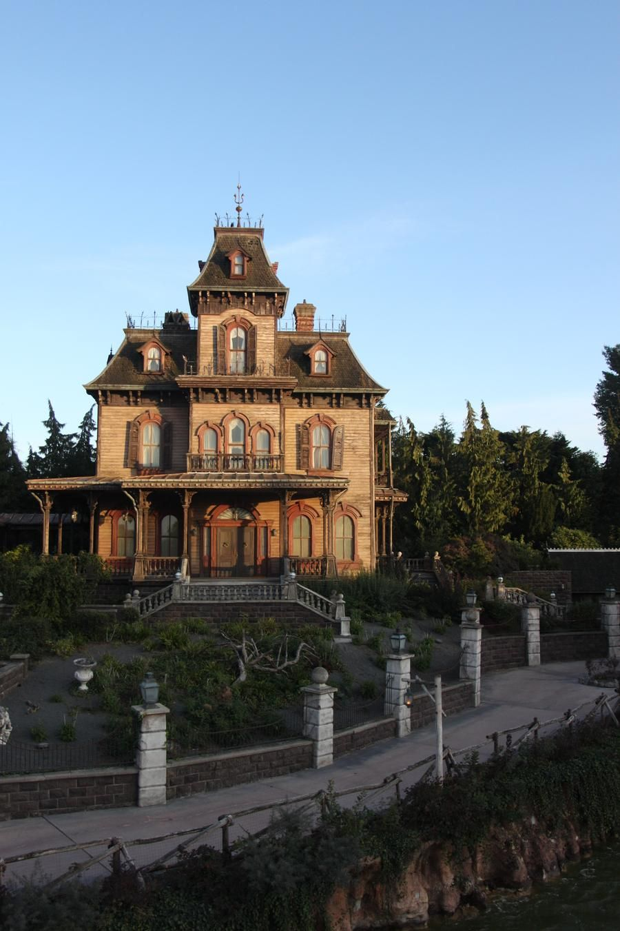 Haunted Mansion Disneyland by cianjg on DeviantArt