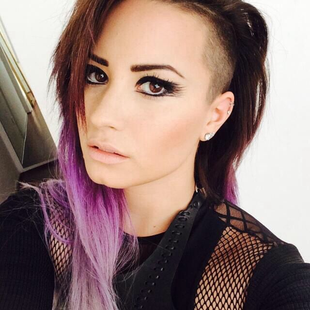 Really Pretty Cat Eye Makeup On Demi Lovato This Actually Looks Pretty Hard To Do
