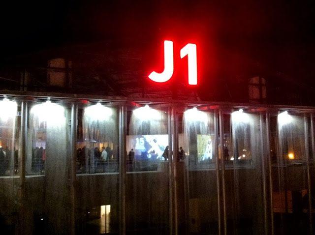 Le J1  http://www.enmodebonheur.fr/2013/11/l-incruste-du-off-au-j1.html