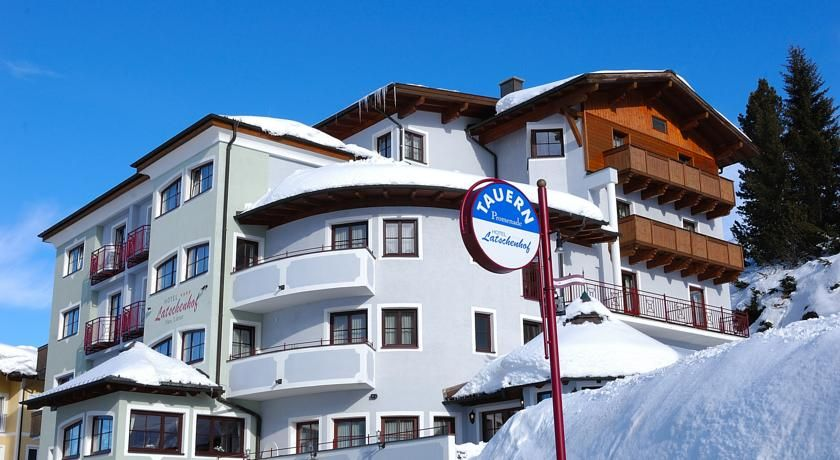 Hotel Latschenhof Obertauern Located in the centre of