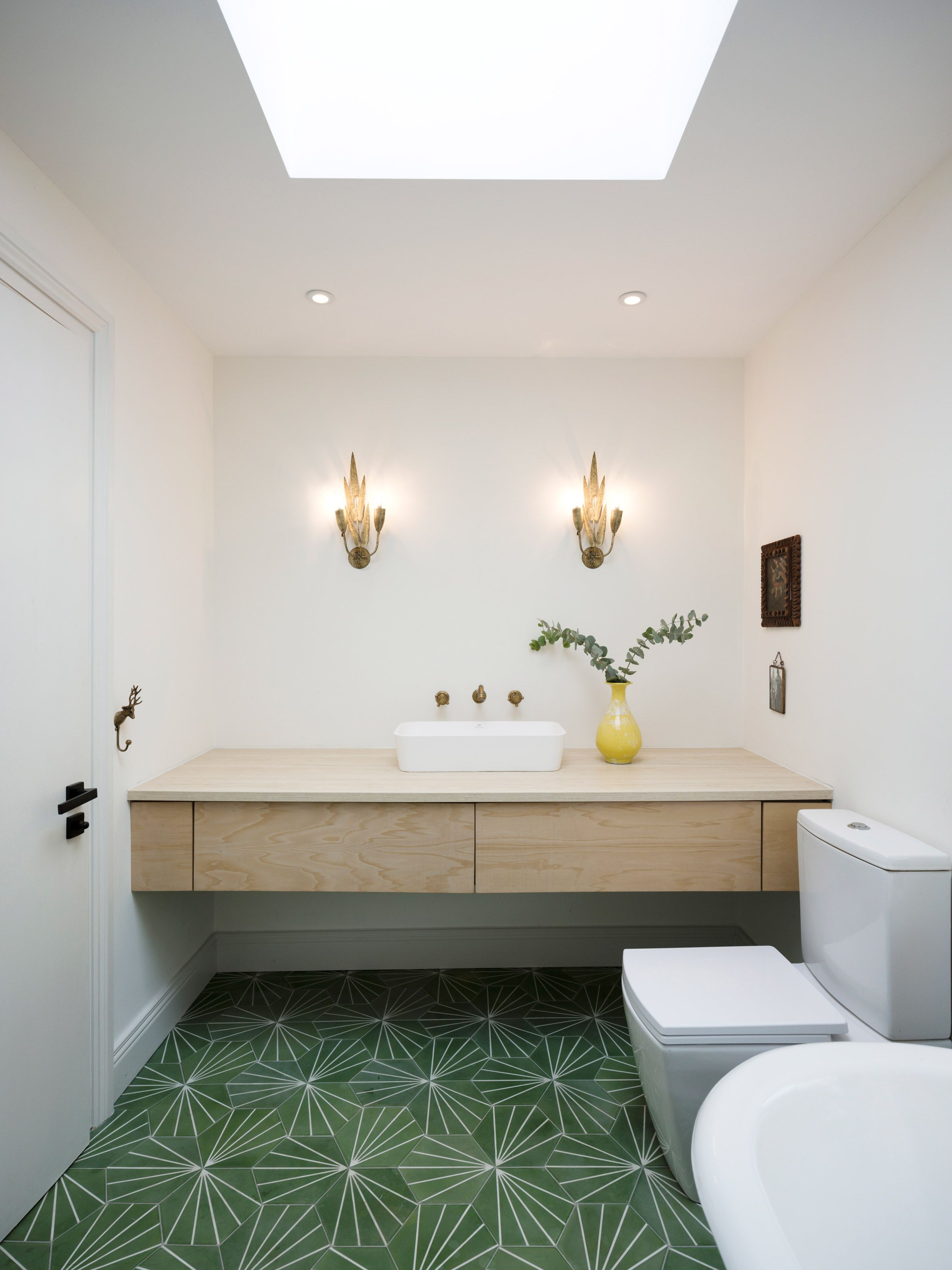 Foreign Bear Studio Completes Glass House In Dublin Modern Bathroom Design Grey Bathroom Interior Design Bathroom Inspiration Modern
