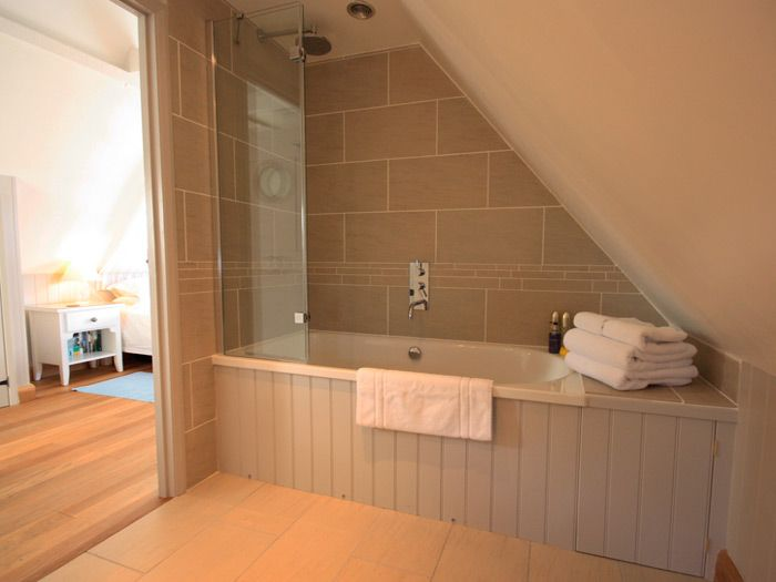 marvelous attic loft bathroom | Anchor Bottle romantic self-catering with sea views ...
