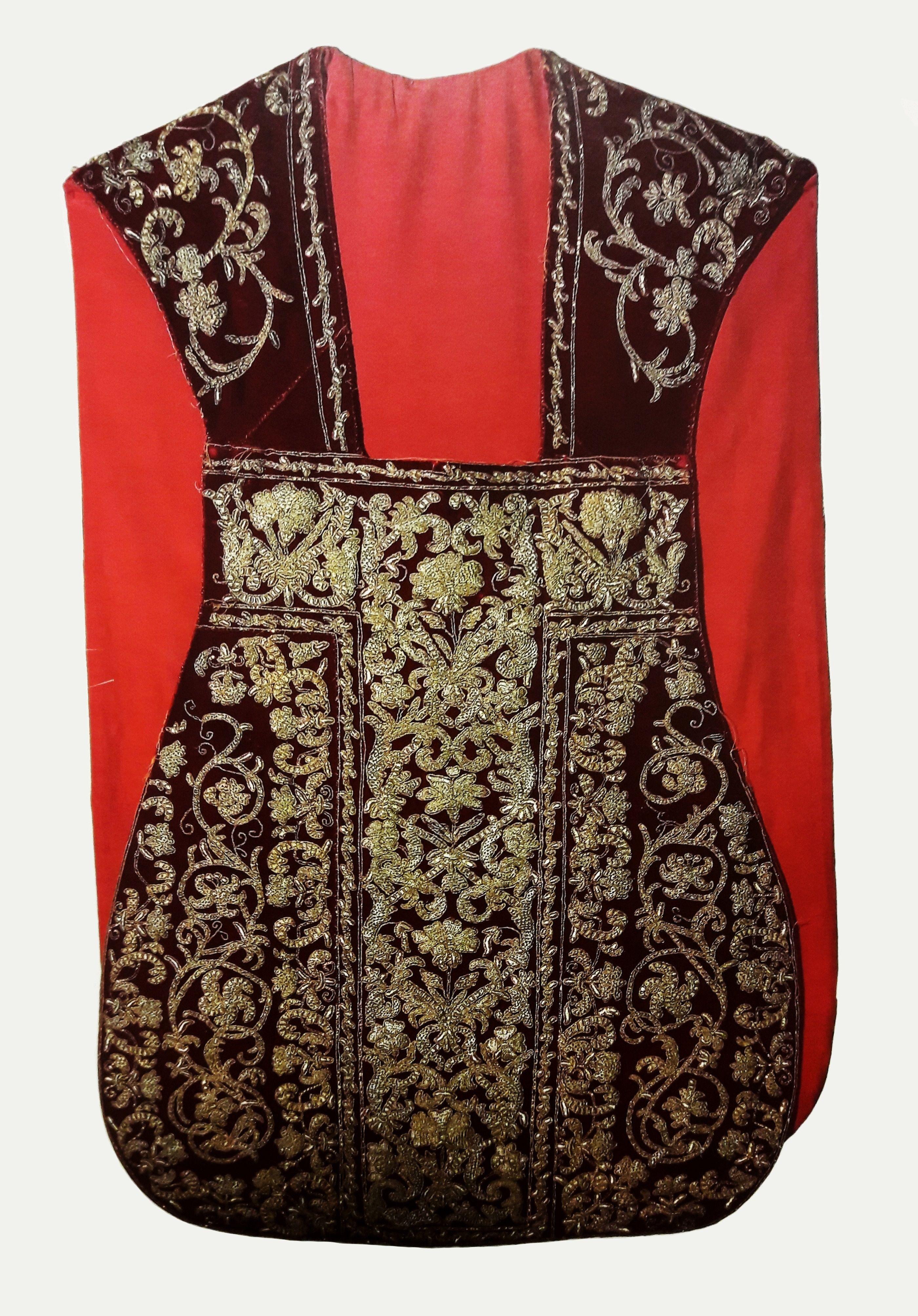 Velvet chasuble embroidered with gold thread with coat of arms of Michał Stefan Radziejowski by Anonymous from Poland, end of the 17th century, Parafia Świętego Stanisława Biskupa Męczennika w Mławie