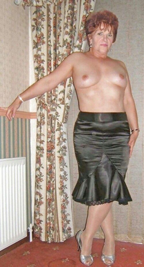 Butiful nude black waman
