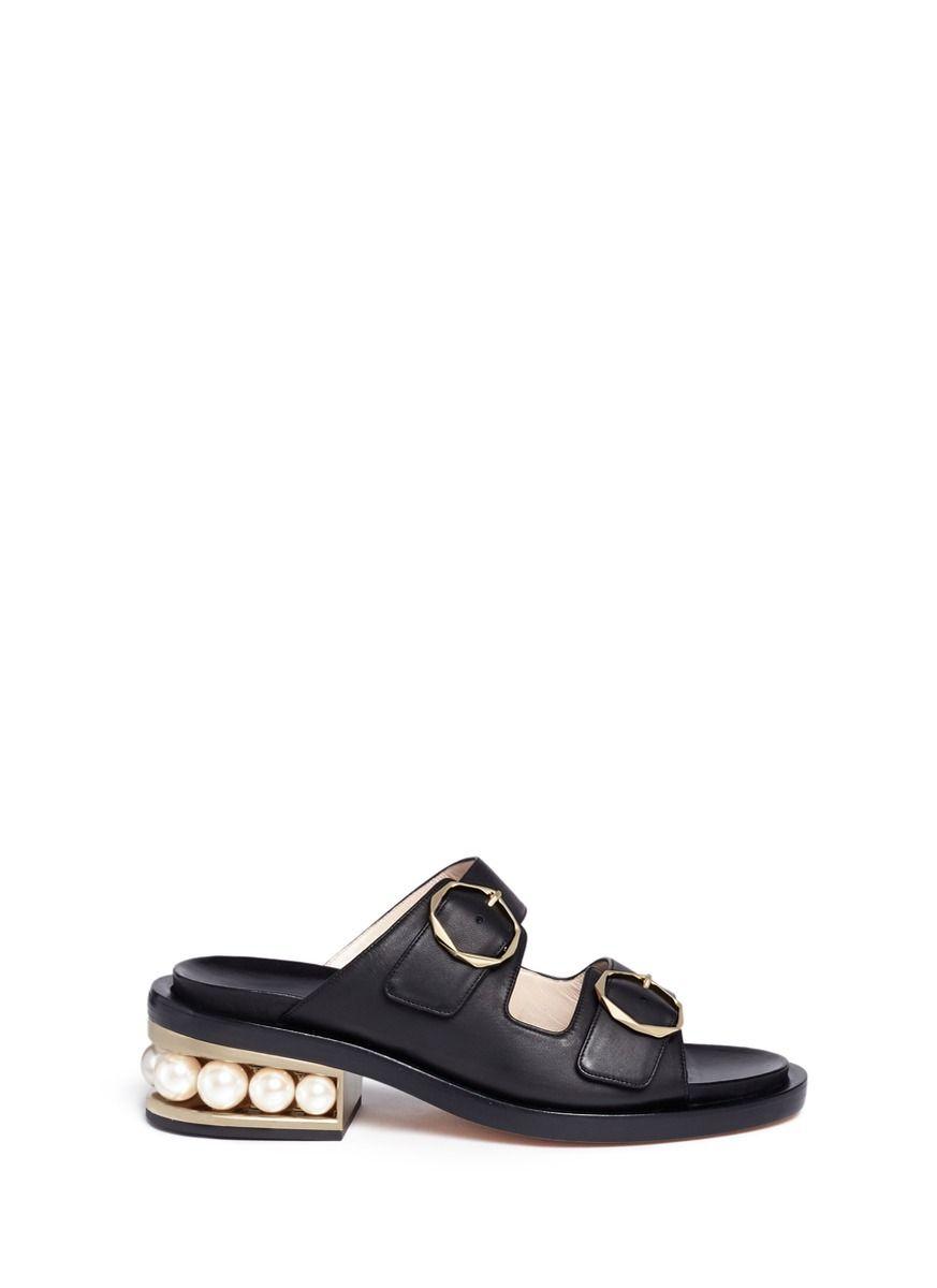 NICHOLAS KIRKWOOD . #nicholaskirkwood #shoes #pearl双搭带人造珍珠粗跟凉鞋