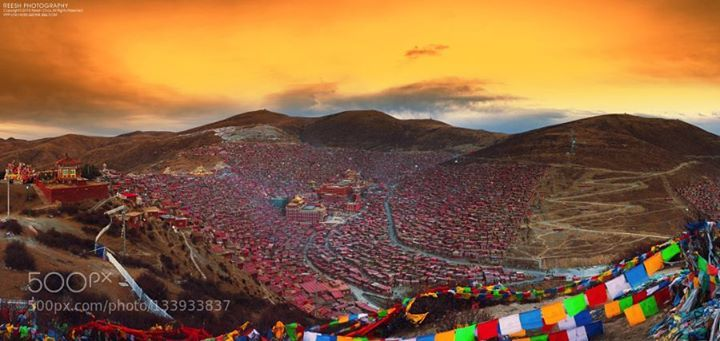 黄昏色达 http://ift.tt/1PwaAJe 中国佛教尼康摄影旅行色彩色达风光黄昏