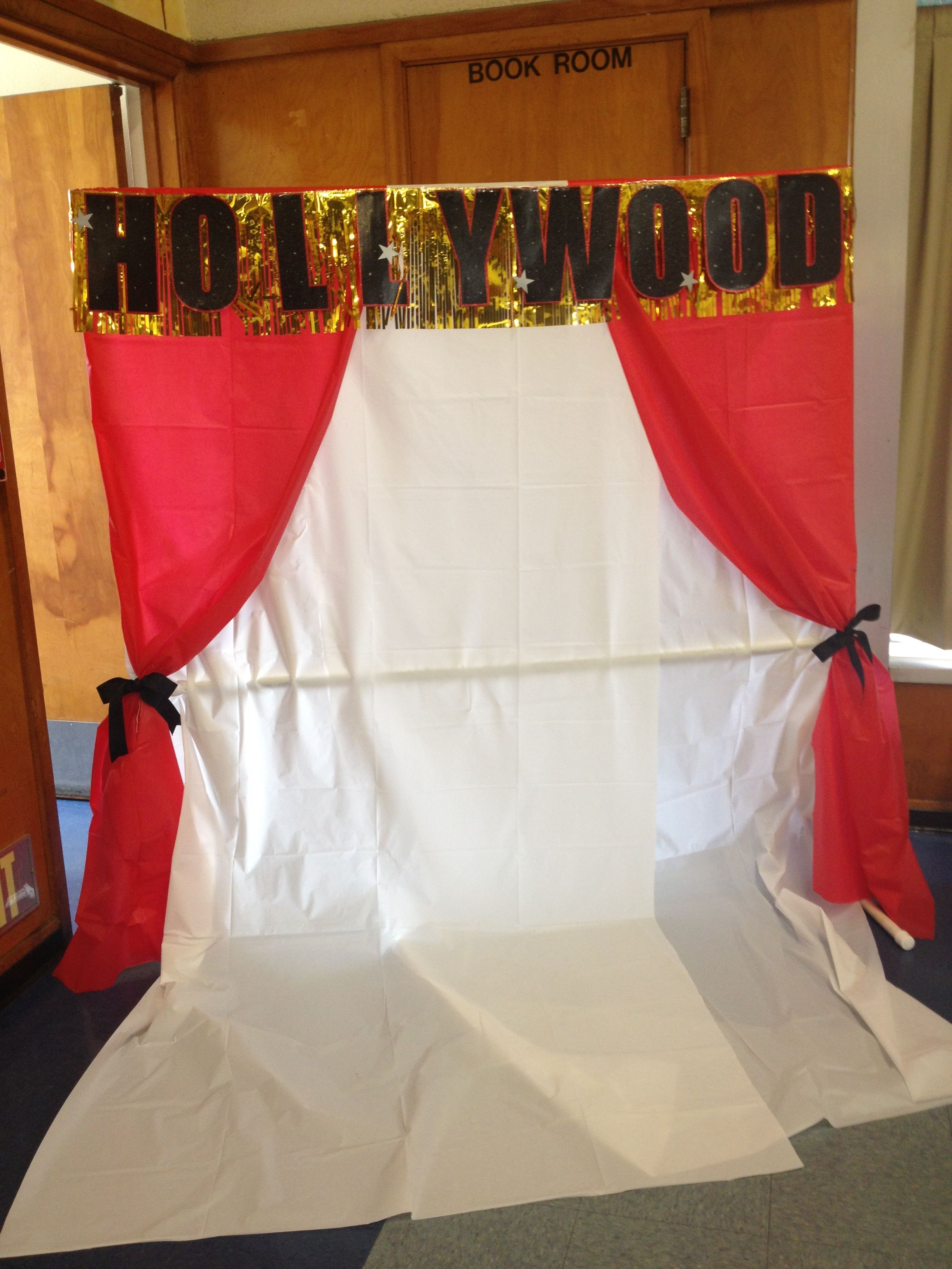 hollywood photo background. red & white table covers with hollywood