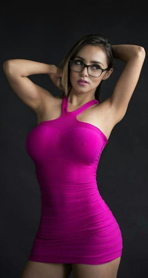Порно машинами красивые девушки обтягивающих юбках