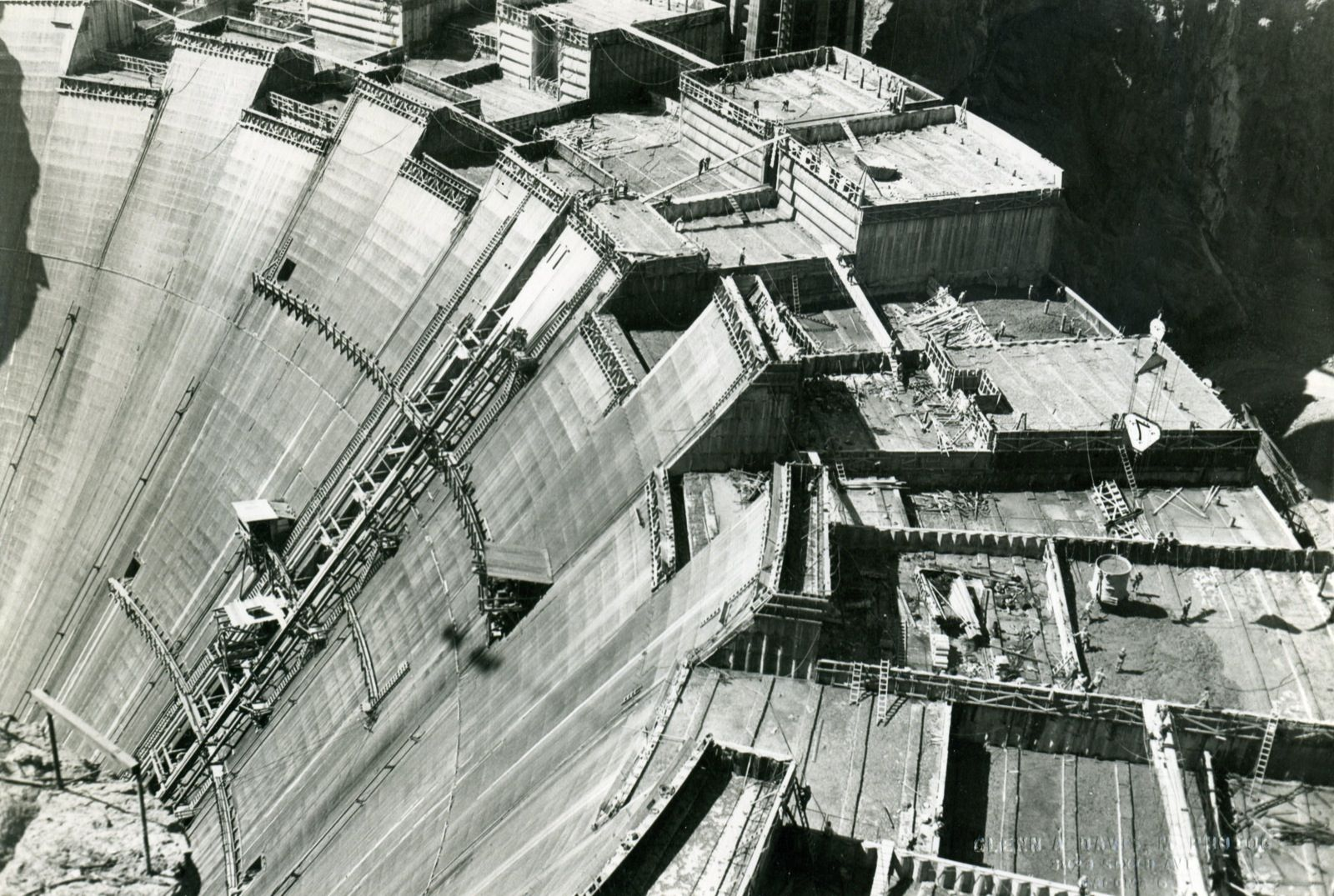 Hoover Dam Construction On The Colorado River On The Arizona Nevada Border Completed In 1936 It Is 221 M 726 Ft High Hoover Dam Construction Hoover Dam Dam