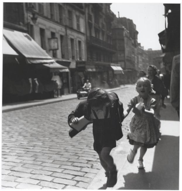 Louis Stettner - Rue des Martyrs, Paris, 1951