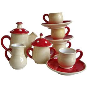 Tea set that reminds me of Alice in Wonderland